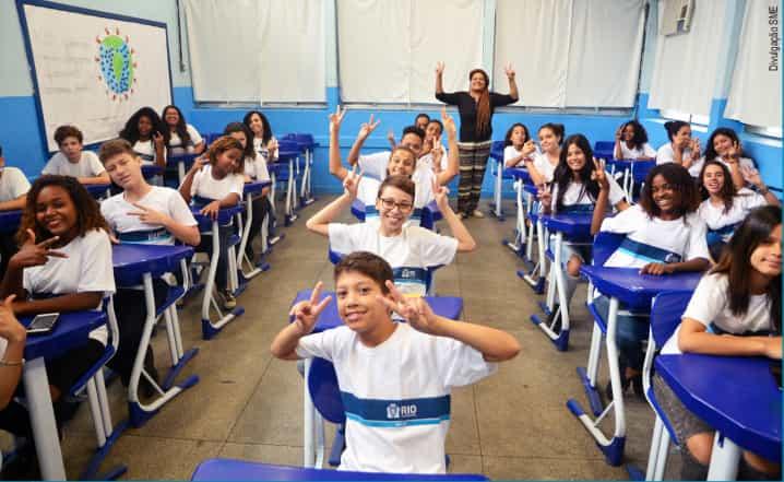 alunos na sala de aula prefeitura rio